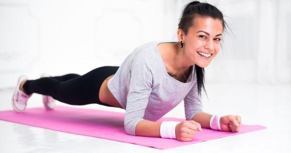 Как стоять в планке, чтобы похудеть: техника выполнения