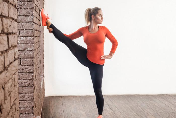 Упражнения у стены: эффективный комплекс для стройных ног и упругих ягодиц