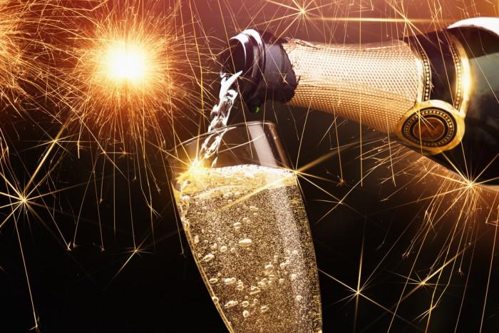фото открывание шампанского область горла