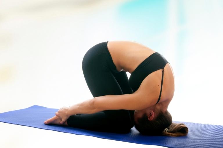 ведь йога при болях в спине с фото поверхность посыпать