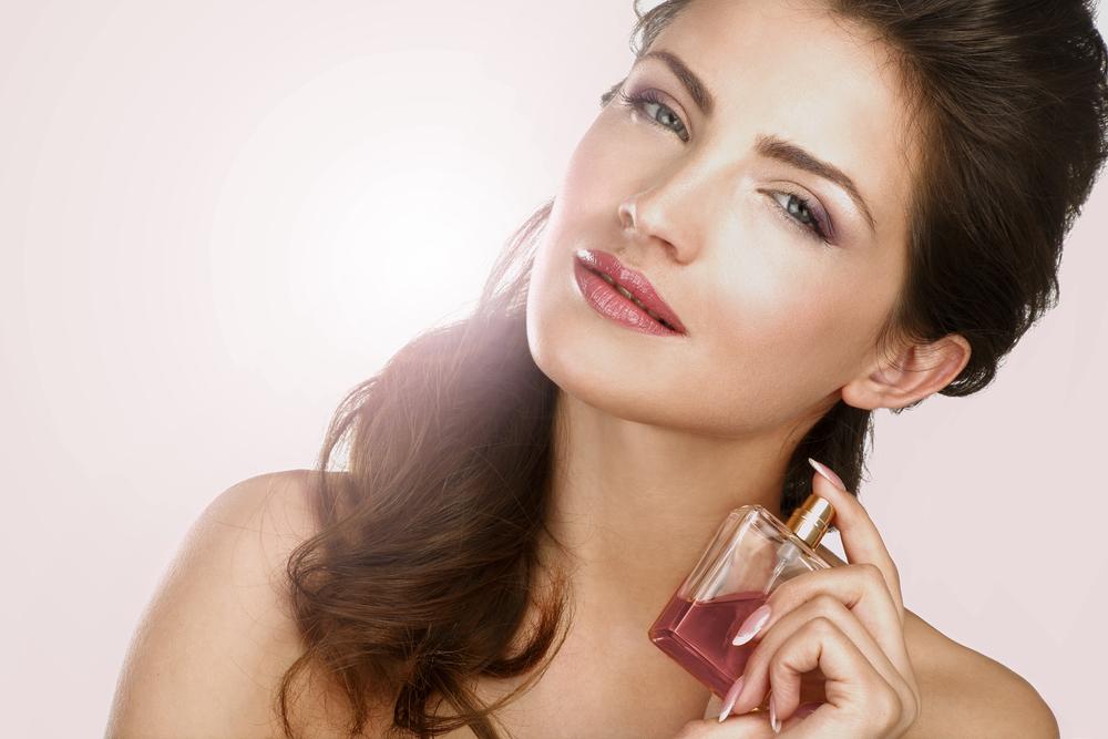 Картинки девушки с парфюмом