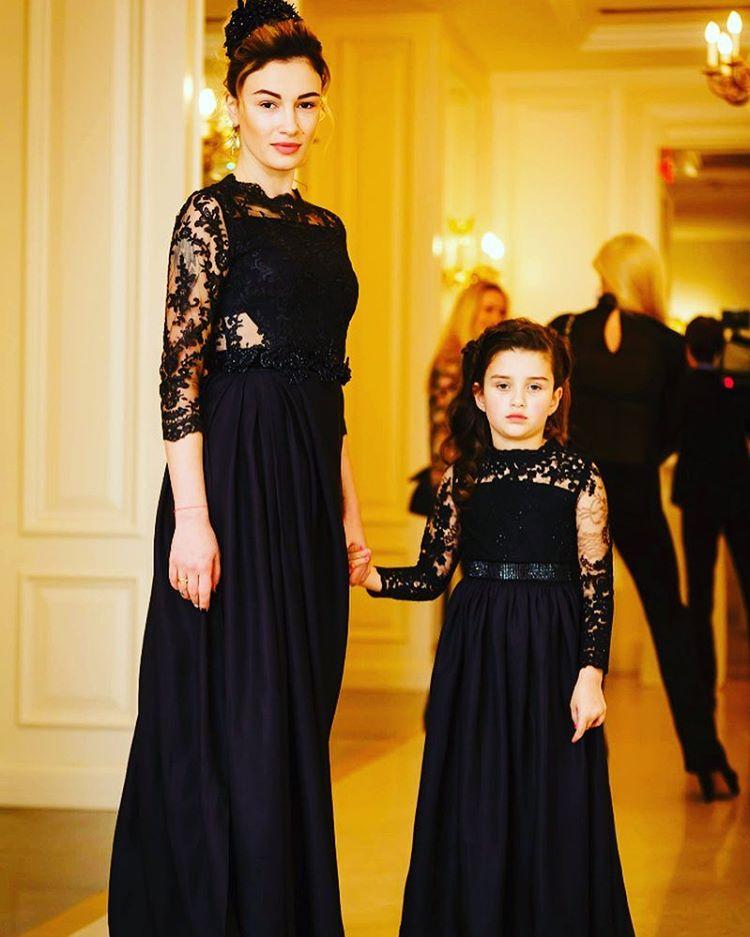 Позы для фотосессии с двумя детьми